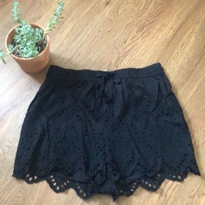 Loose fit eyelet shorts by Topshop